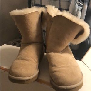 Sand uggs size 7. Bailey Button. In good shape!